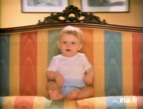 Le canapé, je fais pipi dessuuus ! et oui !