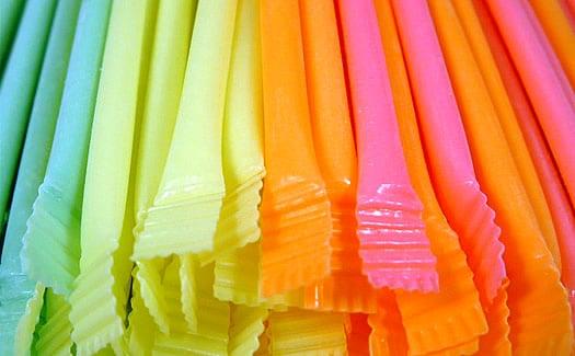 Bonbon – Pailles avec sucre en poudre aromatisée